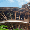Paraíso sustentável: conheça a casa construída com bambu