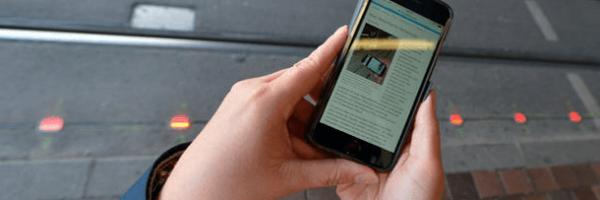 Semáforos no chão protegem viciados em celular