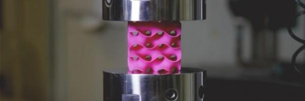 Grafeno 3D: 10 vezes mais resistente e 95% menos denso que o aço