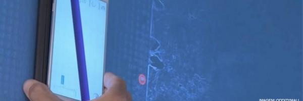 """Dispositivo para celular permite """"enxergar"""" através das paredes"""