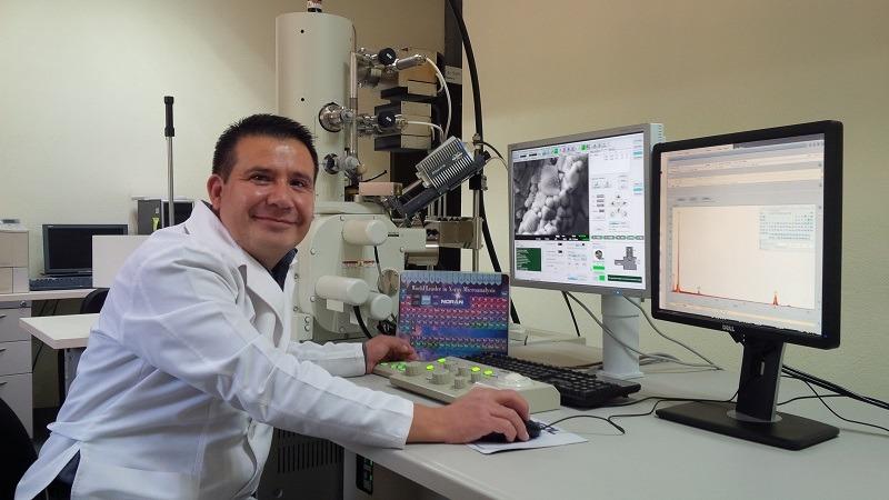 José Carlos Rubio Ávalos, criador do cimento que emite luz (Foto: INCmty)