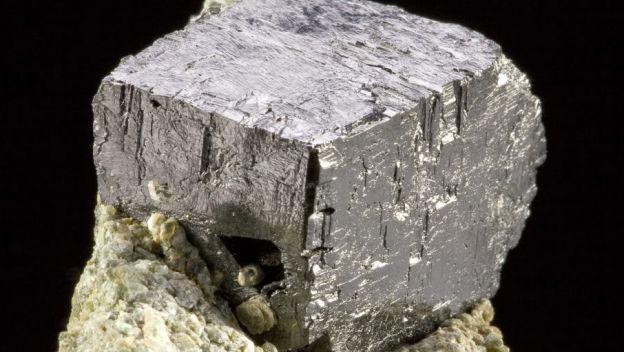KBNNO-descoberto-cristal-conversor-de-energia